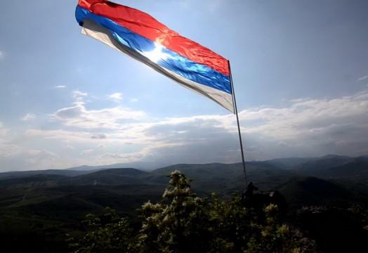 zvecan-srbija-kosovo-zastava.jpg